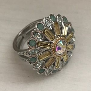 Swarovski crystal flower ring size 7